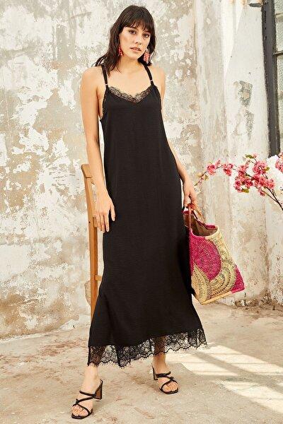 Kadın Siyah Yaka ve Etek Ucu Detaylı Elbise