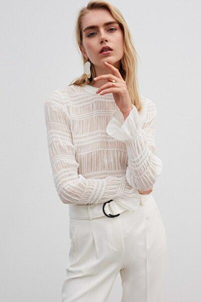 Kadın Beyaz Payet Şeritli Bluz