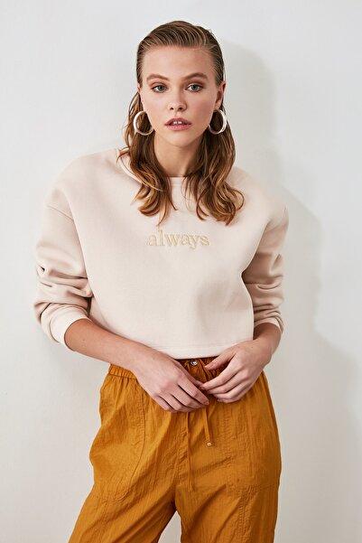 Bej Nakışlı ve Şardonlu Crop Örme Sweatshirt TWOAW20SW0145