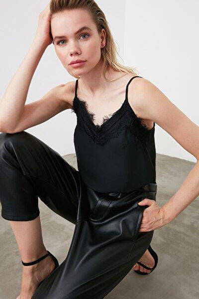 Siyah Dantel Detaylı Bluz TWOSS19BB0208