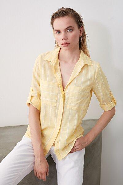 Sarı Cep Detaylı Gömlek TWOSS19ST0057