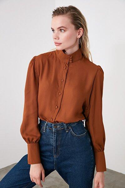 Kahverengi Yaka Detaylı Gömlek TWOAW20GO0433