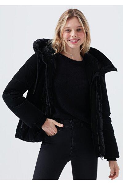 Kadın Kapüşonlu Siyah Şişme Mont 110699-900