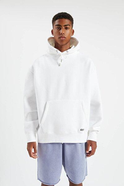 Erkek Beyaz Kapüşonlu Kanguru Cepli Basic Sweatshirt 09594513