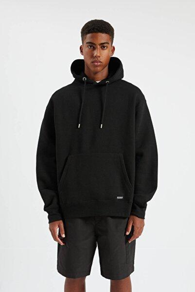 Erkek Siyah Kapüşonlu Kanguru Cepli Basic Sweatshirt 09594513