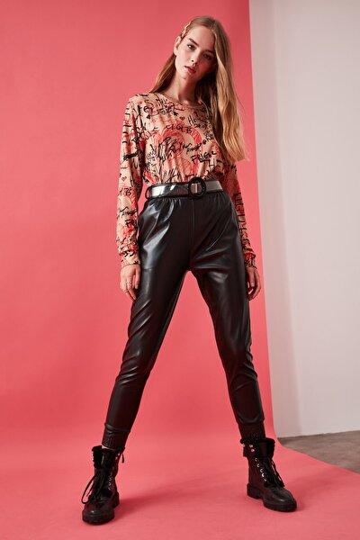 Siyah Deri Görünümlü Gipeli Örme Havuç  Pantolon TWOAW21PL0048