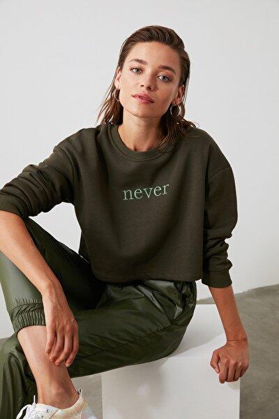 Haki Nakışlı Crop Örme Sweatshirt TWOAW20SW0145