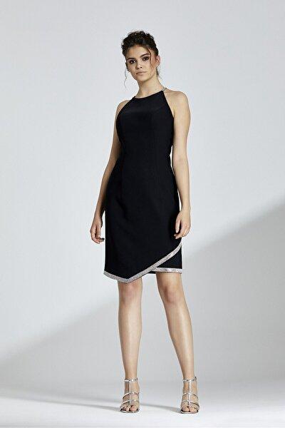 Kadın Siyah Halter Yaka Sırtı Çapraz Bağlamalı Etek Ucu Taşlı Elbise
