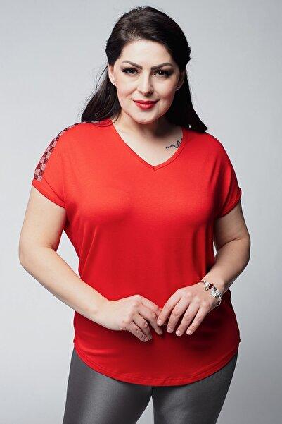 Kadın Kırmızı Büyük Beden V Yaka Omuzları Kare Taş Detay Bluz