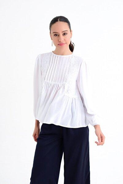 Kadın Beyaz Nervür Ve Büzgü Detaylı Uzun Kollu Bluz HN1758