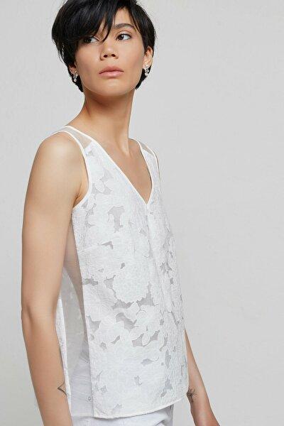 Kadın Beyaz Desenli Biye Detaylı V Yaka Bluz 9KKGM6114X