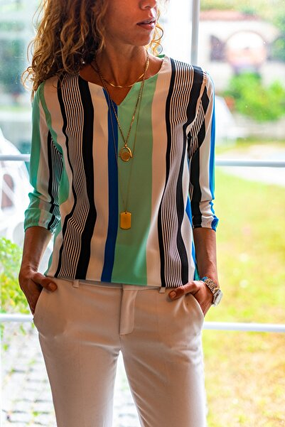 Kadın Sıyah-Mavı Yakası Yırtmaçlı Çizgili Krep Bluz GK-BST2752