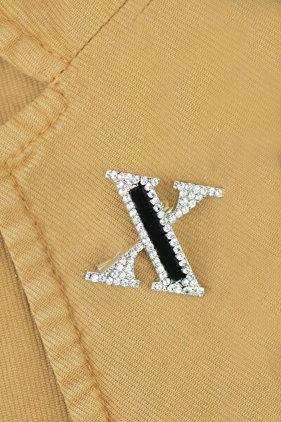 X Harfli Taşlı Broş