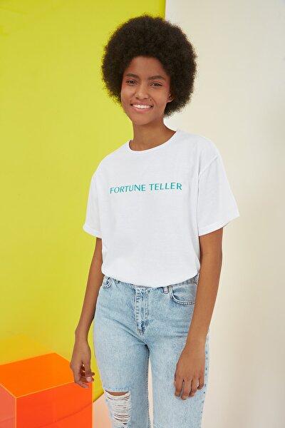 Beyaz Ön ve Sırt Baskılı Boyfriend Örme T-Shirt TWOSS20TS1059