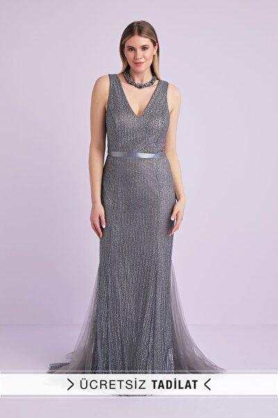 Kadın Gri Askılı Payet İşlemeli Uzun Abiye Elbise 4XLWBM1313V1