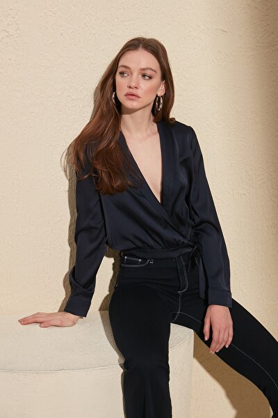 Lacivert Kruvaze Bağlama Detaylı Bluz TWOAW20BZ0041