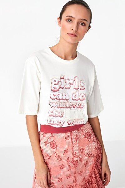 Kadın Beyaz Payet İşlemeli Tshirt TS1200070080002