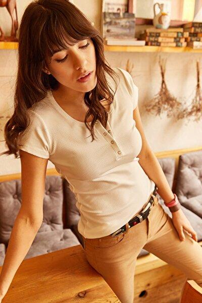 Kadın Ekru Çıtçıtlı Kaşkorse T-Shirt BLZ-19000171