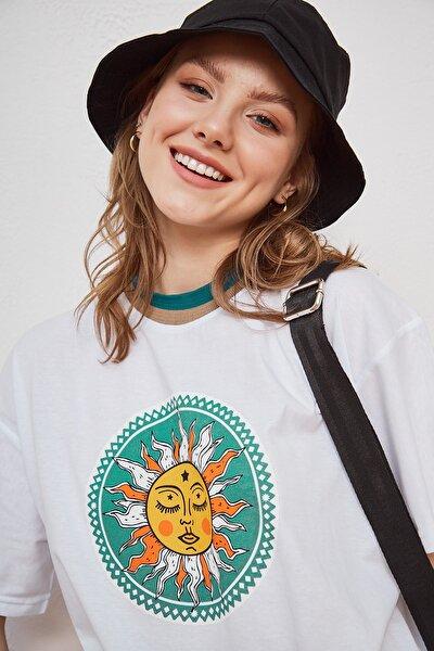 Kadın Salaş Beyaz Pamuklu Güneş Baskılı Yaka Detaylı Oversize T-shirt