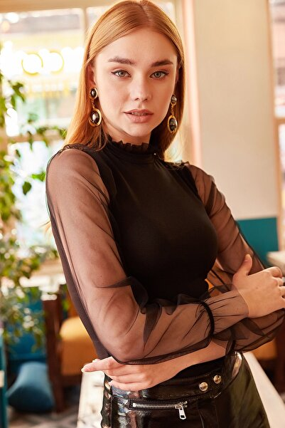 Kadın Siyah Yaka Detaylı Kolu Tül Bluz BLZ-19000661