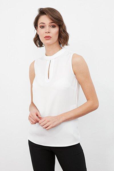 Kadın Ekru Dışa Dönük Katlamalı Dik Yaka Ön Damla Detaylı Kolsuz Bluz 19KBLZ303
