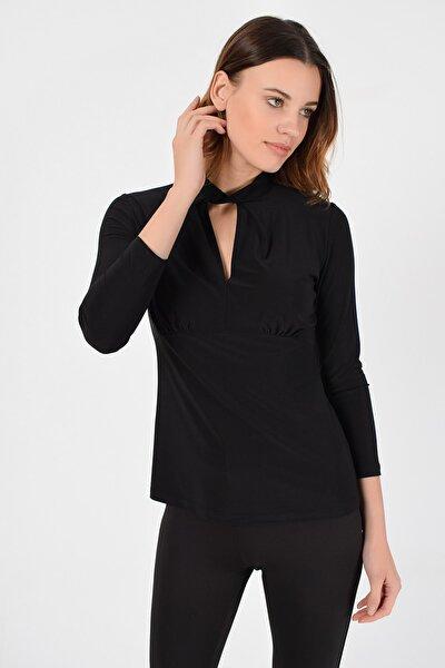 Kadın Siyah Yaka Burgu Detay Bluz 19L6742