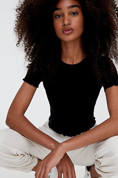 Kadın Siyah Kıvrımlı Kenarlı Basic T-Shirt 05234369