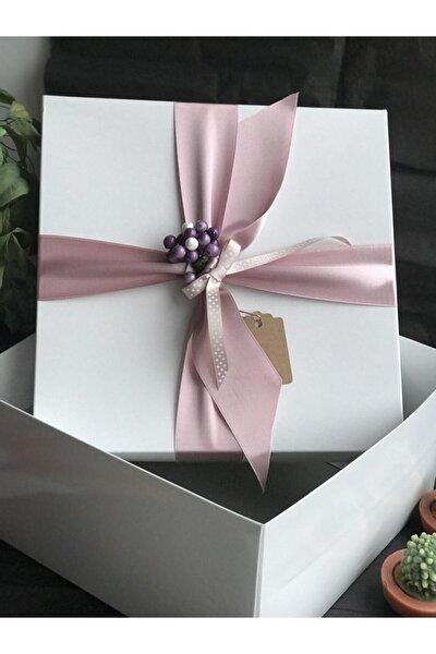 Laden Pudra Geniş Kurdele Blueberry Detaylı Beyaz Hediye Kutusu 27x27x14 Cm