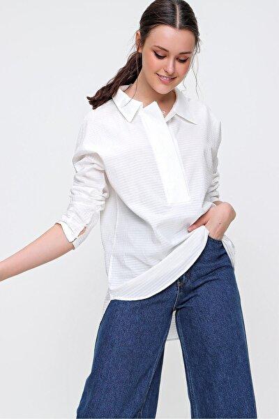 Kadın Beyaz Armürlü Gömlek Yaka Yarım Patlı Dokuma Bluz E