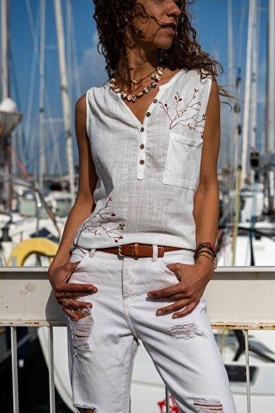 Kadın Ekru Yıkamalı Keten Nakışlı Cepli Yarım Pat Kolsuz Bluz GK-RSD2042