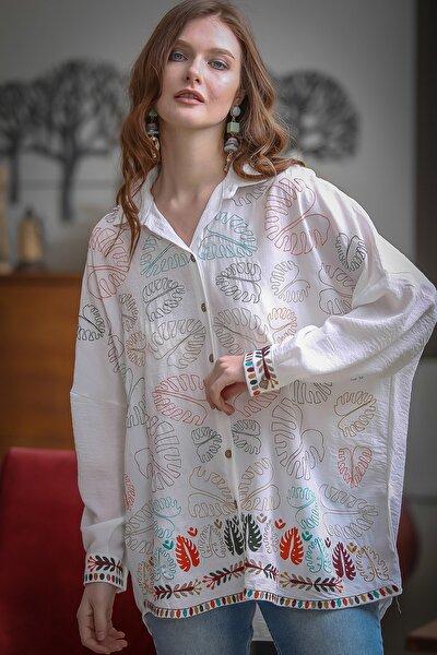 Kadın Beyaz Tropikal Deve Tabanı Yaprak Nakışlı Oversize Tunik Dokuma Gömlek M10010400GM99613