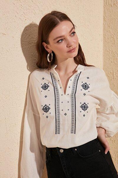 Beyaz Nakışlı Bluz TWOSS20BZ0284