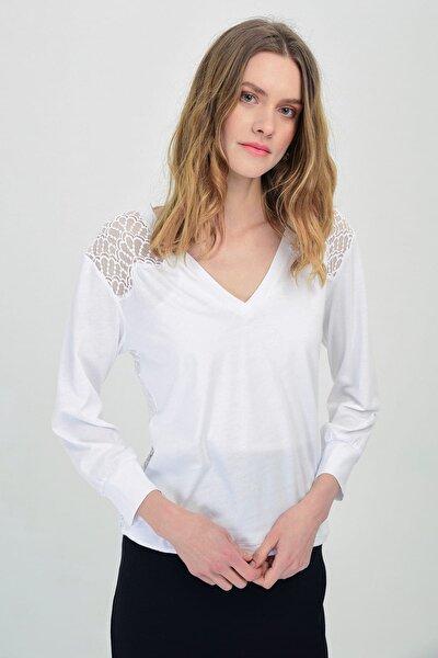 Kadın Beyaz V Yakalı Omuzu Ve Sırtı Dantel Detaylı Uzun Kollu Bluz Hn1354