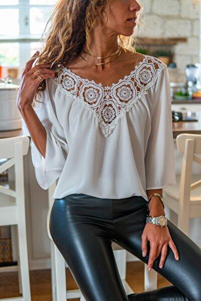 Kadın Beyaz Yakası Çiçek Brodeli Krep Bluz GK-BST30kT4010-1220