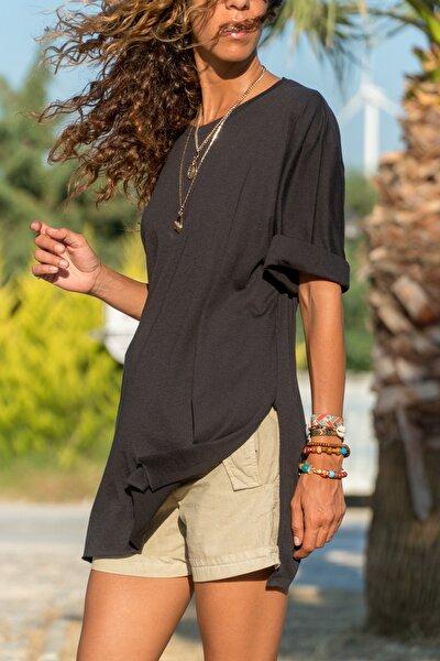 Kadın Siyah Yanı Yırtmaçlı T-Shirt GK-JR403