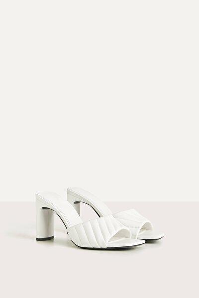 Kadın Beyaz Topuklu Kapitone Bantlı Sandalet 11730560