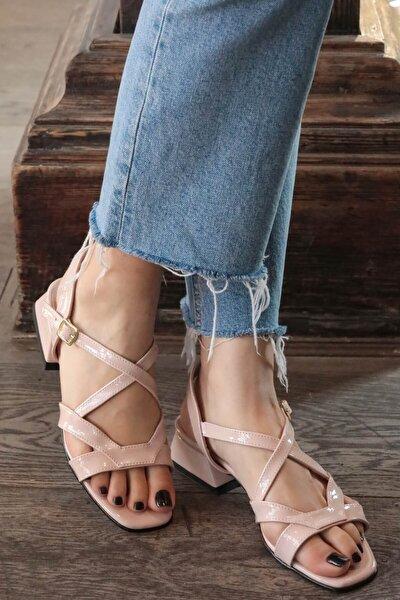 Dora Pudra Rugan Kısa Topuklu Sandalet
