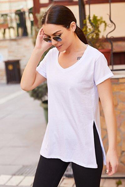Kadın Beyaz V Yaka Yani Yirtmaçli T-Shirt ARM-20Y012001