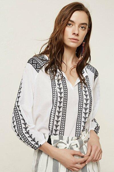 Kadın Kırık Beyaz Nakış Detaylı Bluz 0YKGM6124X