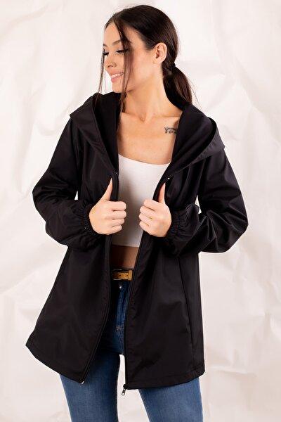 Kadın Siyah Fermuarlı Kapişonlu Yağmurluk ARM-20K001187