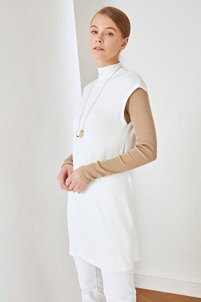 Beyaz Dik Yaka İçlik Viskon İnce Örme Tunik TCTSS21TN0249