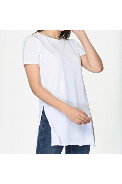 Kadın Beyaz Yuvarlak Yaka Geniş Kollu Yanı Yırtmaçlı Tshirt