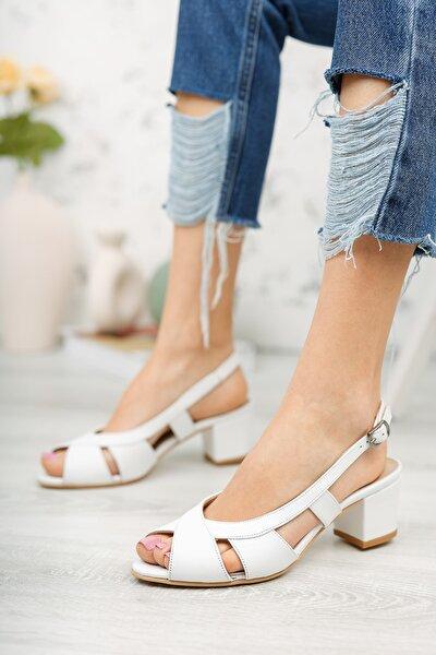 Beyaz Deri Kadın Klasik Topuklu Ayakkabı