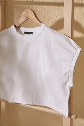 TrendyolMilla Beyaz Crop Örme T-Shirt TWOSS20TS1257