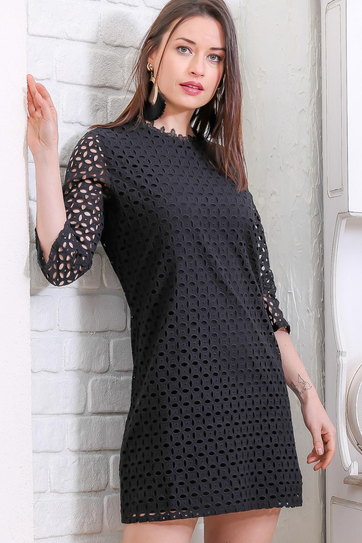 Chiccy Kadın Siyah Retro Delik İşi Nakış Detaylı Astarlı Elbise M10160000EL96972
