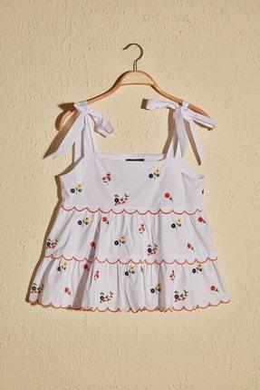 TrendyolMilla Beyaz Çiçek Detaylı Bluz TWOSS20BZ1418