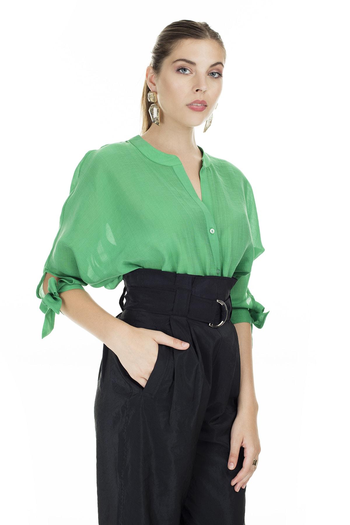 Ayhan Yeşil V Yaka Bağlama Detaylı Bluz Kadın Bluz 04681399
