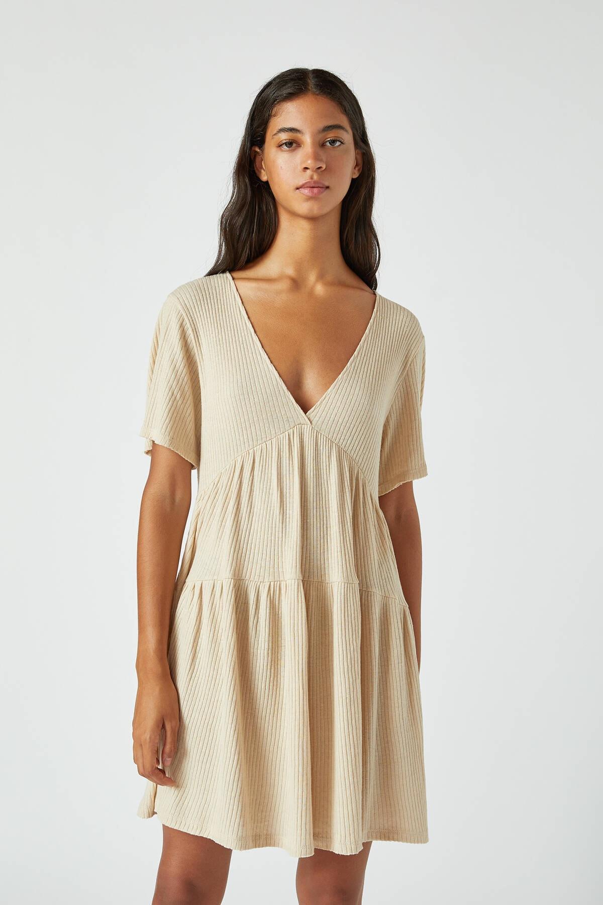 Pull & Bear Kadın Kum Rengi Volanlı Tasarımlı Dökümlü Elbise 05392321
