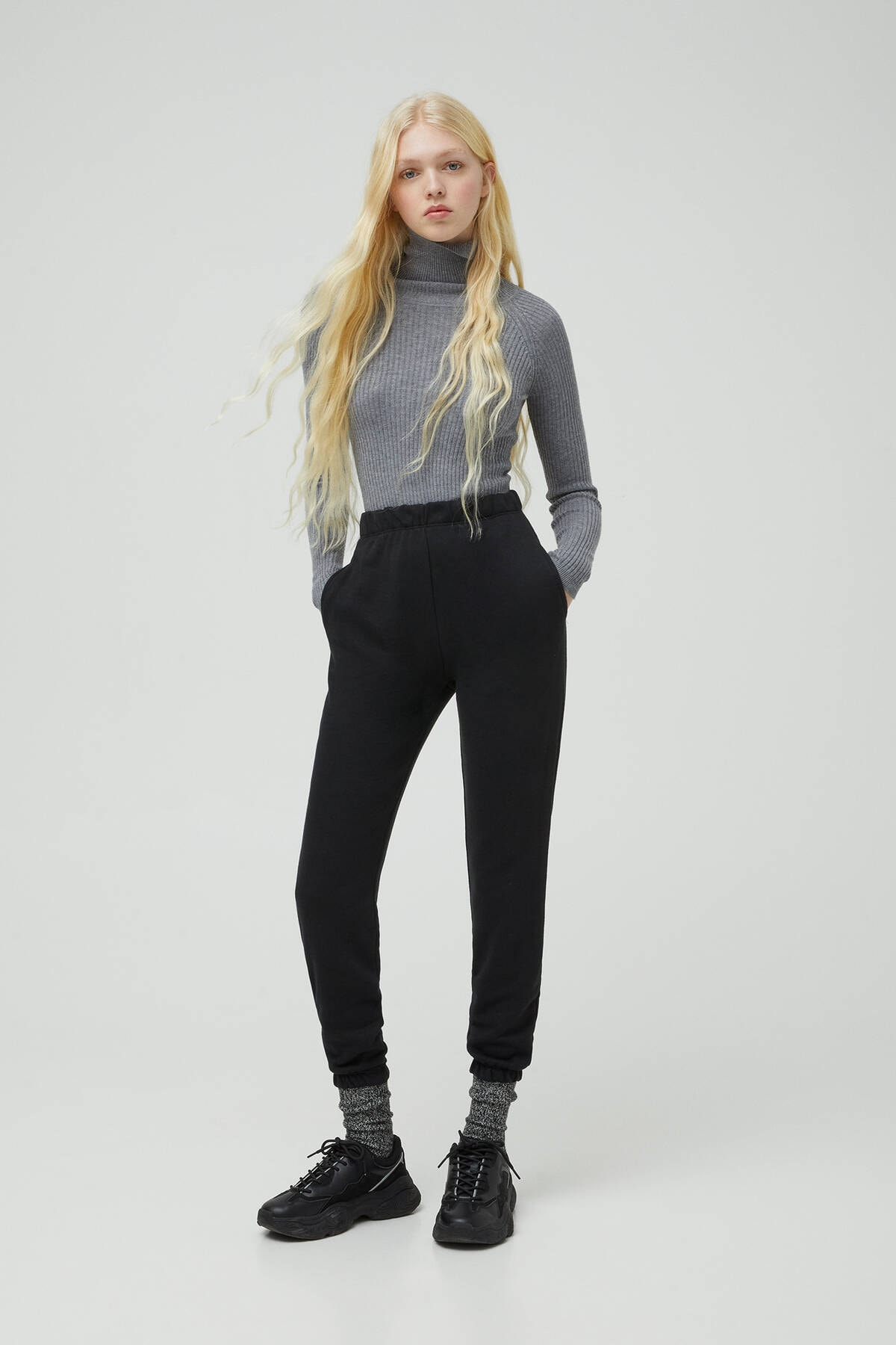 Pull & Bear Kadın Siyah Elastik Paçalı Jogging Fit Pantolon 09672315