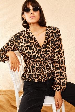 Bianco Lucci Kadın Siyah Kruvaze Yaka Gipeli Leopar Desenli Bluz 10111004